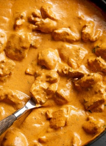 Easy Chicken Curry in a black skillet   craveitall.com